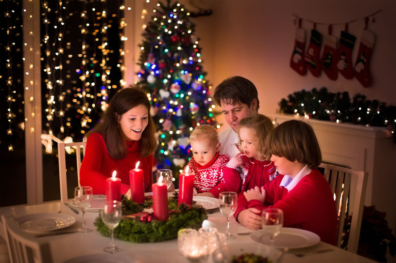 Osoby mieszkające razem, jako rodzina czy współlokatorzy, będą mogli wspólnie świętować bez przeszkód /123RF/PICSEL