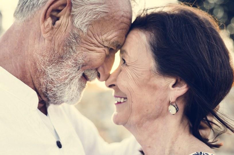 Osoby po 50. roku życia są szczególnie narażone na rozwój AMD /123RF/PICSEL