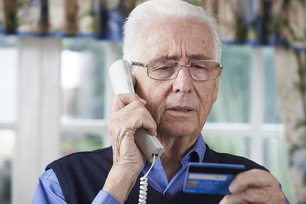Osoby starsze to potencjalnie łatwy cel dla złodziei /©123RF/PICSEL
