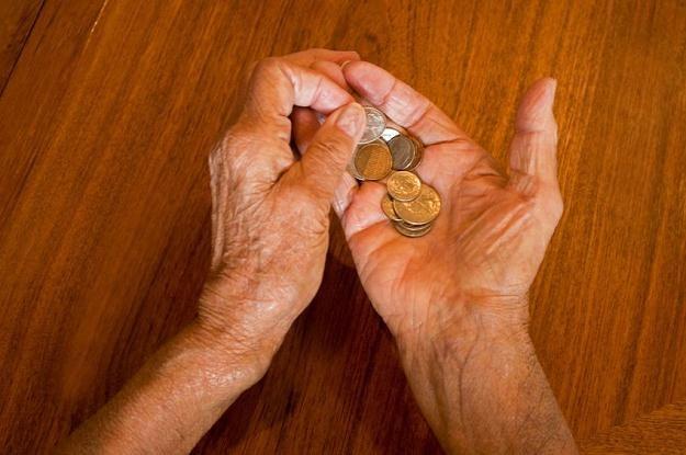 Osoby starsze zakładając konto mogą liczyć na szereg profitów /©123RF/PICSEL