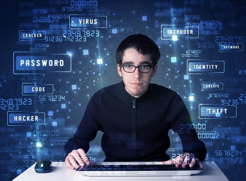 """Osoby uważane za hakerów to tak naprawdę """"ci dobrzy"""" - nie maja zamiaru połeniać przestępstwa /123RF/PICSEL"""