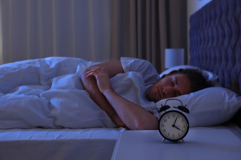 Osoby z obturacyjnym bezdechem sennym są bardziej narażone na rozwój COVID-19 /Olga Yastremska  /123RF/PICSEL