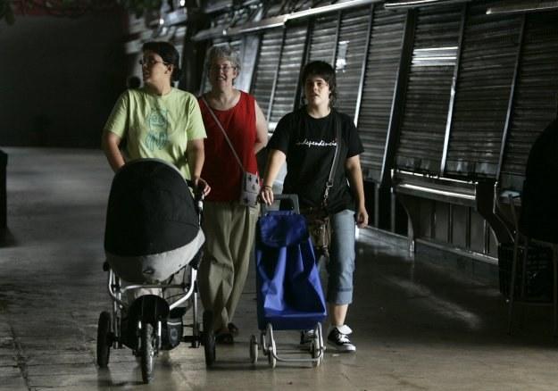 Osoby żyjące w związkach partnerskich nie rozliczą z dziećmi /AFP
