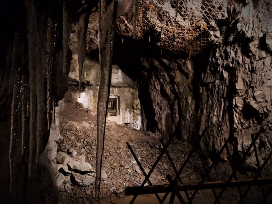 """""""Osówka"""" to hitlerowski kompleks w Górach Sowich, którego tunele drążyli w tragicznych warunkach więźniowie niemieckich obozów koncentracyjnych /Bartłomiej Paulus /RMF FM"""