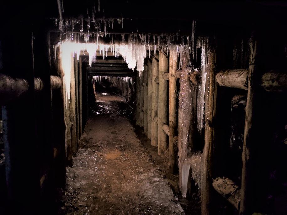 """""""Osówka"""" to hitlerowski kompleks w Górach Sowich, którego tunele drążyli w tragicznych warunkach więźniowie niemieckich obozów koncentracyjnych /Bartek Paulus /RMF FM"""