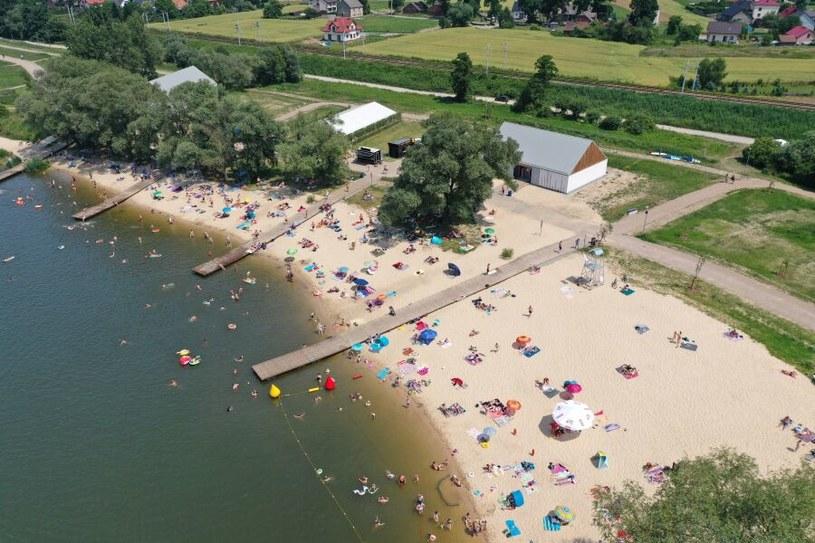 Ośrodek rekreacyjny w Przylasku Rusieckim to nowe miejsce, w którym mieszkańcy Krakowa i okolic mogą wypoczywać nad wodą. W planach są kolejne inwestycje /fot. kraków.pl /materiały promocyjne