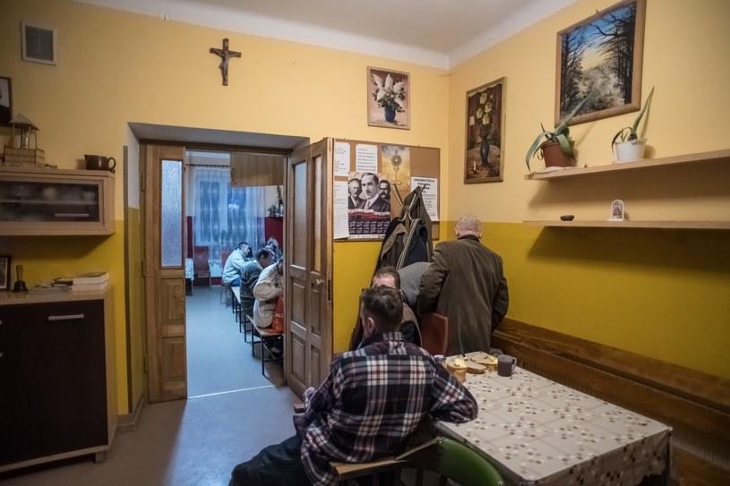 Ośrodek Wsparcia dla Osób Bezdomnych im. św. Brata Alberta w Lublinie. Każdej nocy placówka zapełnia się do ostatniego miejsca /Wojciech Pacewicz /PAP