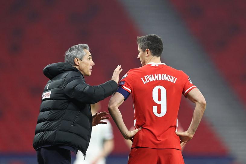 Ostatecznie bohaterem został Robert Lewandowski, który wyrównał na 3-3, fantastycznym strzałem pod poprzeczkę. Polska zremisowała w pierwszym meczu eliminacji do mistrzostw świata w 2022 roku z Węgrami 3-3. /Łukasz Grochala /Newspix