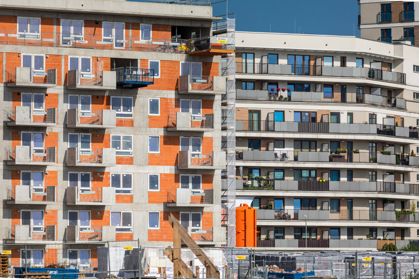 Ostatecznie wszystkie nowe koszty deweloperzy przerzucą na nabywców mieszkań... /Arkadiusz Ziółek /East News