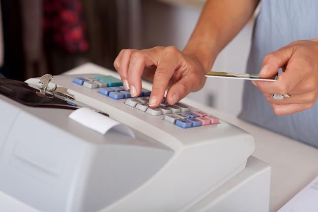 Ostatni rok odraczania zakupu kasy fiskalnej /©123RF/PICSEL