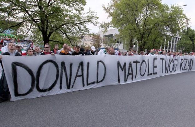 Ostatnie decyzje Donalda Tuska nie spodobały się kibicom / fot. A. Iwańczuk /Reporter