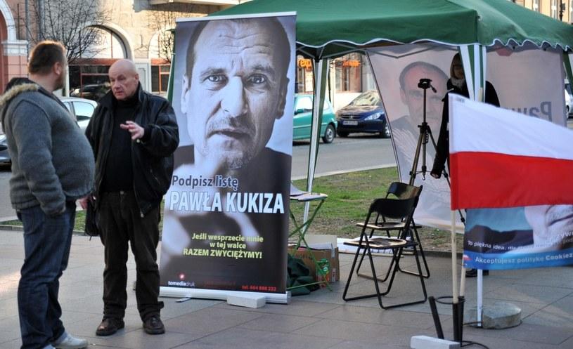 Ostatnie dni zbierania podpisów poparcia dla kandydatów, zdjęcie zrobione w Krakowie /Marek Lasyk/REPORTER  /East News