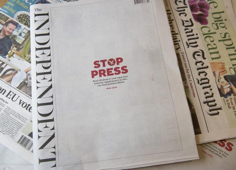 """Ostatnie papierowe wydanie """"The Independent"""" /EPA/WILL OLIVER /PAP"""