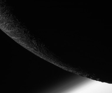 Ostatnie zbliżenie sondy Cassini do księżyca Enceladus