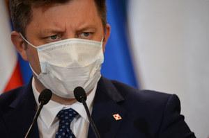 Ostatniej doby zaszczepiono 1235 osób. Michał Dworczyk tłumaczy