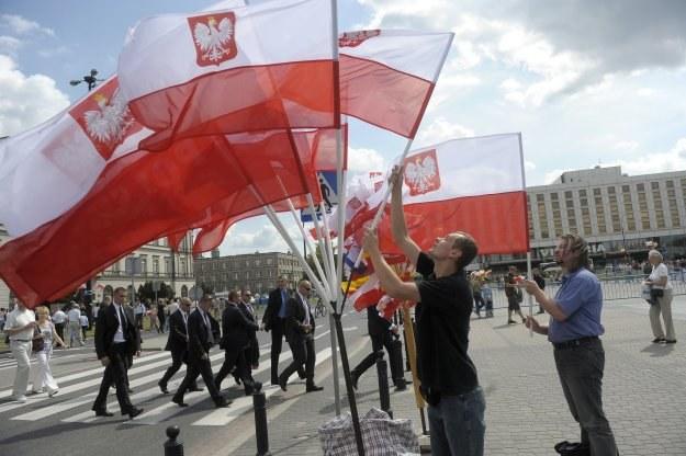 Ostatnio flagi stały się bardzo chodliwym towarem, fot. A. Chelstowski /Agencja FORUM