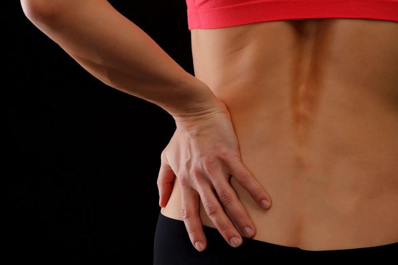 Osteoporoza jest przyczyną m. in. bólów i zwyrodnień kręgosłupa. Sprawdź, jak się przed nią chronić /123RF/PICSEL