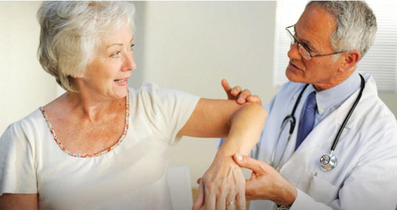 Osteoporoza przyczyny /© Photogenica