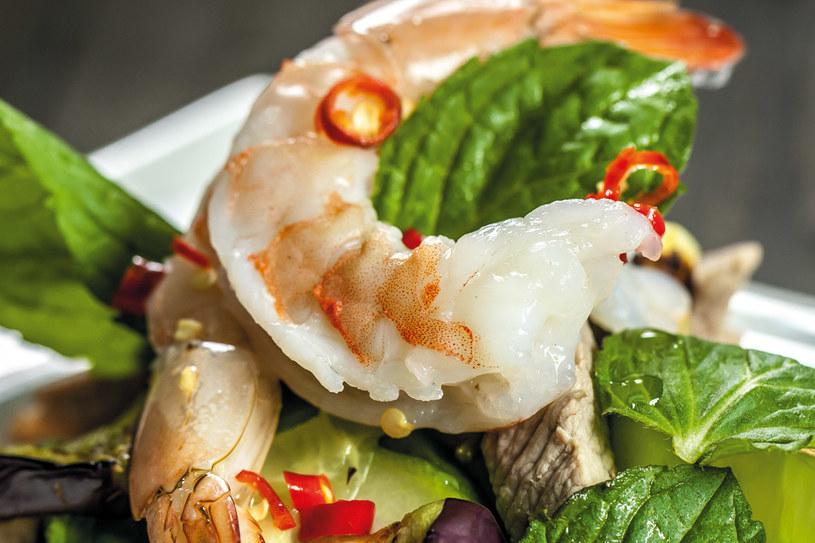 Ostra sałatka z ogórka i wieprzowiny (Taeng kwa brio wan) /materiały prasowe