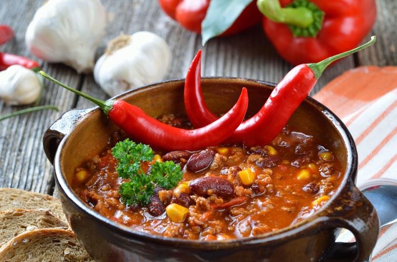 Ostre potrawy rozgrzewają i poprawiają metabolizm /123RF/PICSEL