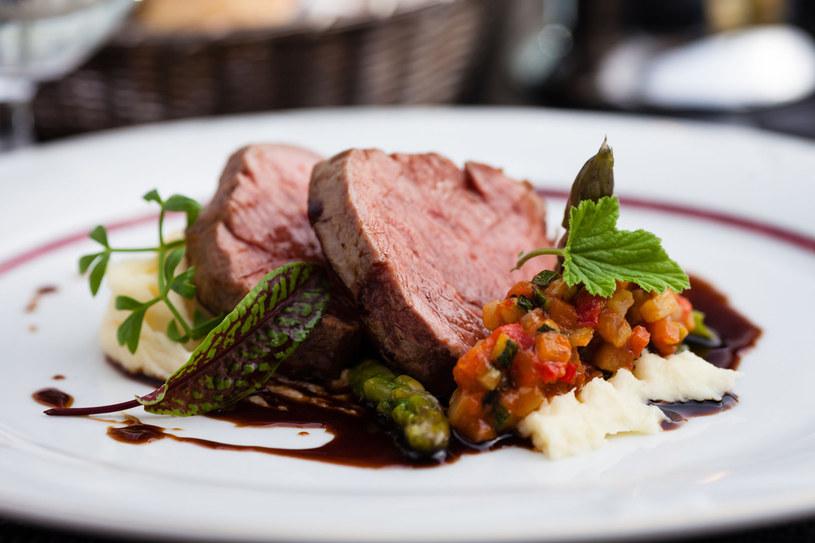 Ostrożnie z przyprawami - delikatne mięso ma swój doskonaly smak, którego nie wolno zagłuszyć! /123RF/PICSEL