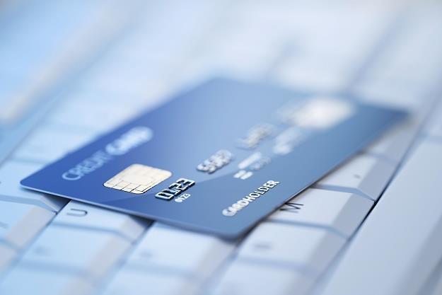 Ostrożnie z ujawnianiem danych osobowych przy e-płatnościach /©123RF/PICSEL