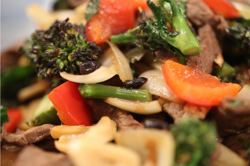 Ostry gulasz wołowy z soją /materiały prasowe