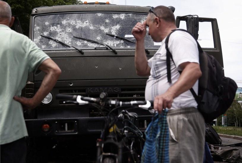 Ostrzelana ciężarówka w Doniecku /PAP/EPA