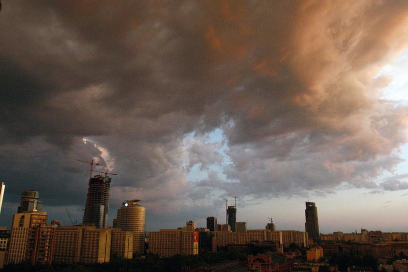 Ostrzeżenia obowiązują od północy do godz. 9 rano w niedzielę (30 sierpnia) /Dawid Tatarkiewicz /Agencja FORUM