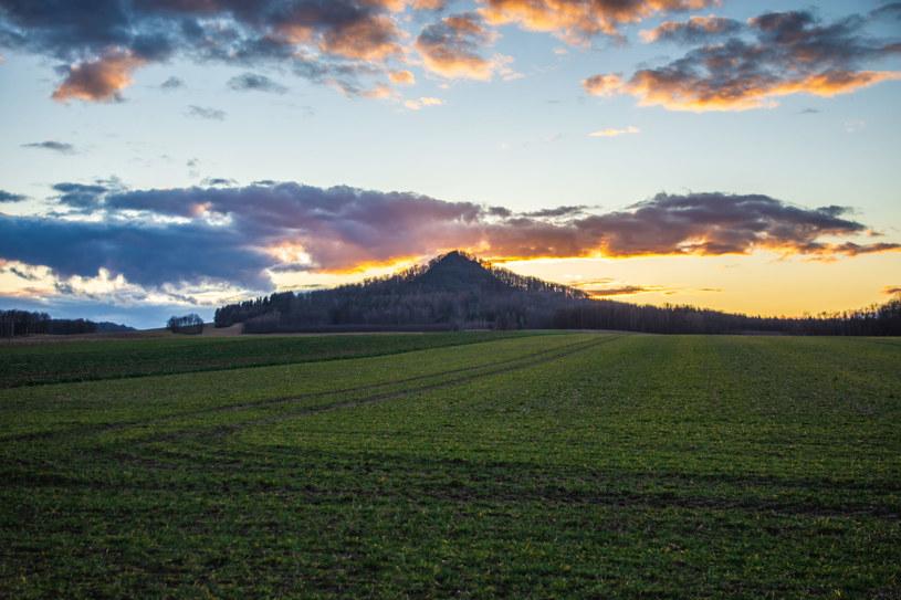 Ostrzyca o zachodzie słońca /123RF/PICSEL