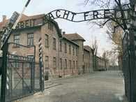 Oświęcim, brama obozu Auschwitz I /Encyklopedia Internautica
