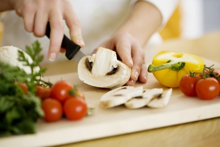 Oszczędniejsze gotowanie w domu /© Photogenica
