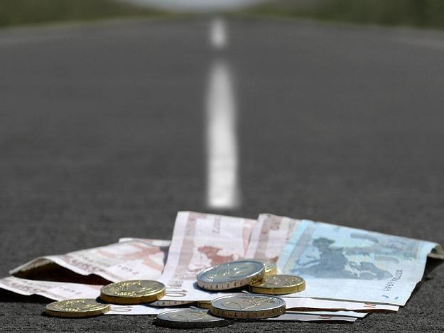 Oszczędności z przetargów kolejowych przeznaczono na drogi /© Panthermedia