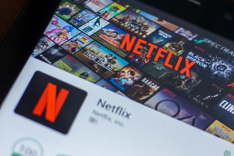 Oszuści podszywają się pod aplikacje takie jak Netflix, aplikacje bardzo popularną podczas pandemii /123RF/PICSEL