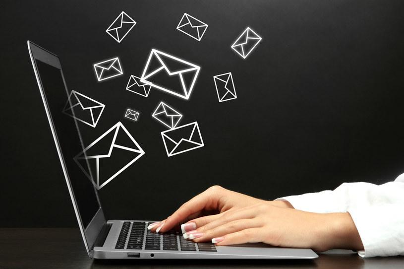 Oszuści próbują wyłudzić pieniądze za pomocą poczty elektronicznej /123RF/PICSEL