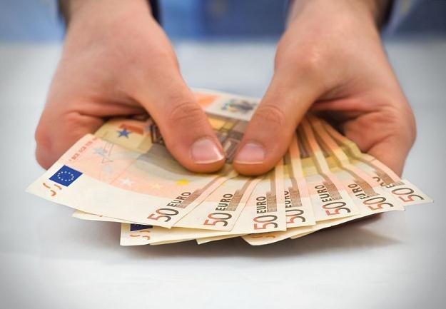 Oszuści przyglądają się naszym dopłatom /©123RF/PICSEL