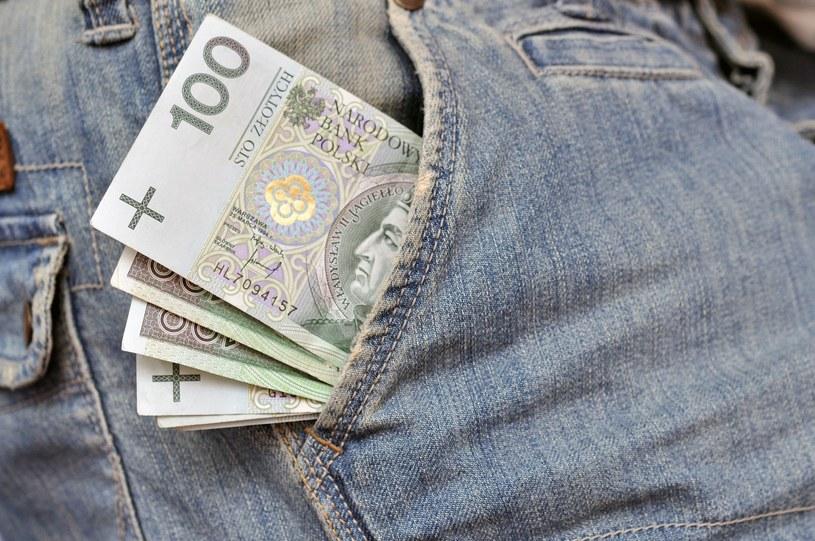 Oszuści wciąż próbują wyłudzać pieniądze od seniorów /123RF/PICSEL