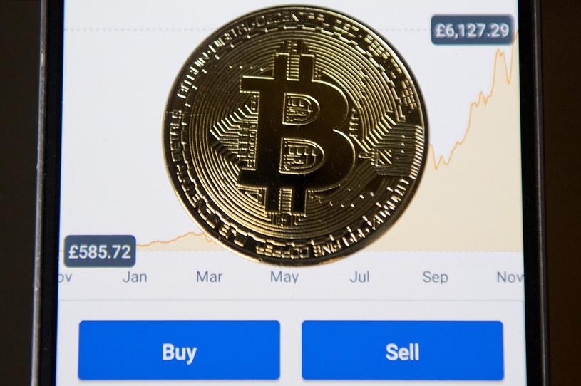 Oszuści wykorzystują Bitcoina - lepiej mieć się na baczności /AFP