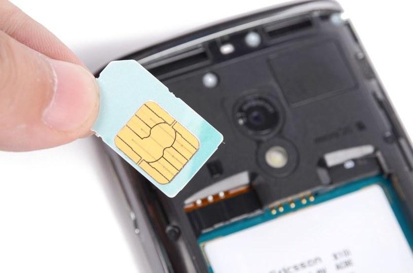 Oszuści wykorzystują obowiązek rejestracji kart SIM /123RF/PICSEL
