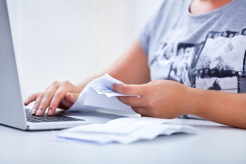 Oszuści wysyłają do klientów Play fałszywe e-faktury. /123RF/PICSEL