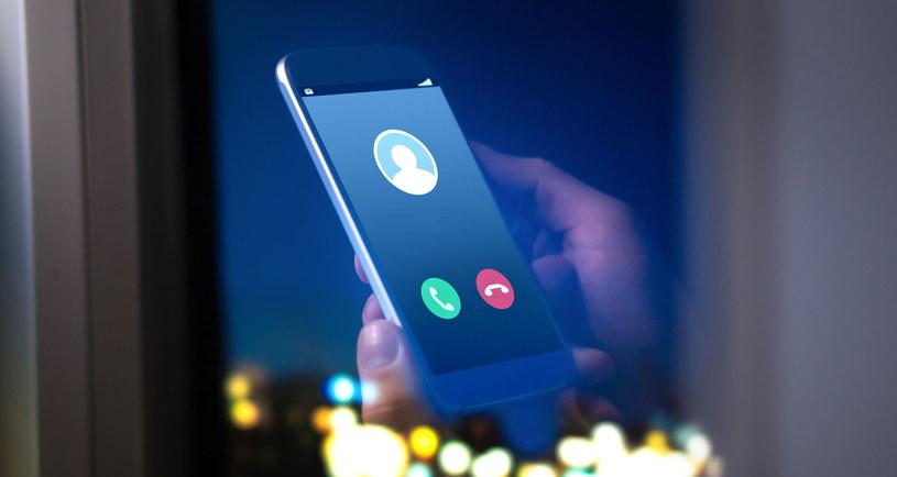 Oszuści zdzwonią ze sprawdzonych numerów banków, sprawiają wrażenie profesjonalistów /123RF/PICSEL