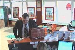 Oszust wypłacił z konta bankowego ponad 300 tys. zł