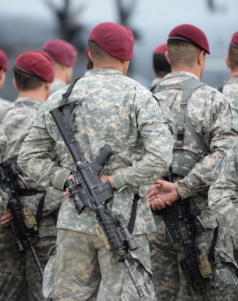 Oszust zapewniał 29-latkę, że jest amerykańskim żołnierzem /GERARD/REPORTER /Reporter