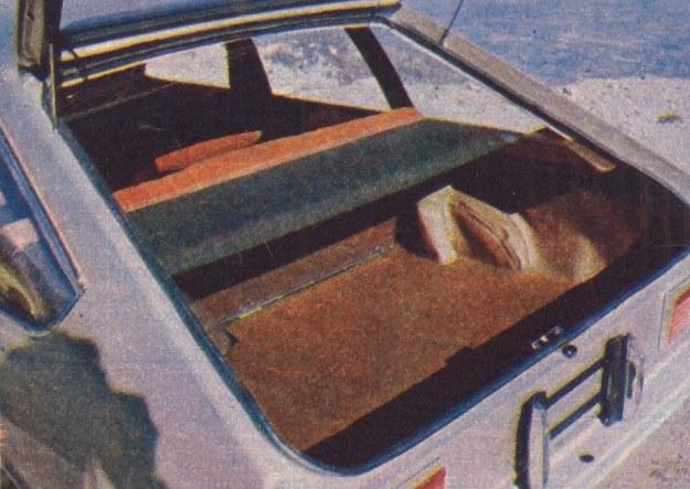 Oto bagażnik zakryty półką. Mieści on 400 dm3, po rozłożeniu siedzeń przestrzeń ładunkowa powiększa się do 1100 dm3. /Motor