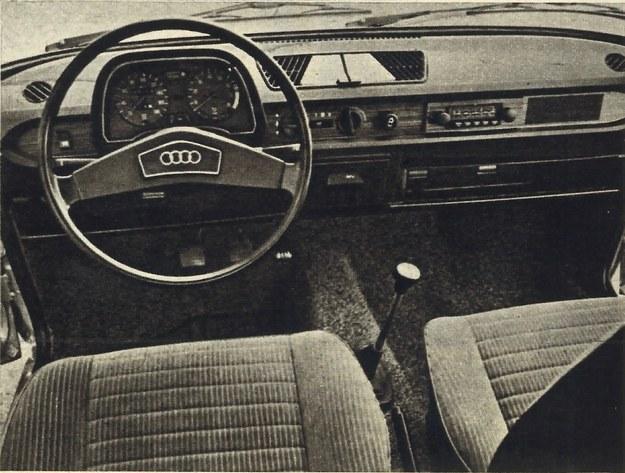 Oto co widzi kierowca. Przyrządy oraz elementy sterowania usytuowane są w sposób jak najbardziej prawidłowy. Jedynie sięganie do ewentualnie wbudowanego radioodbiornika nastręczać może przypiętemu pasem kierowcy trochę trudności. /Audi