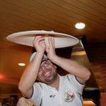 Oto mistrz świata w żonglowaniu pizzą!