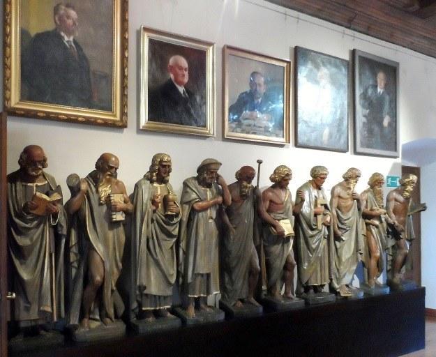 Oto niemi świadkowie poznańskiej mowy Heinricha Himmlera. Figury te były ozdobą dawnej Sali Złotej poznańskiego ratusza. /Odkrywca