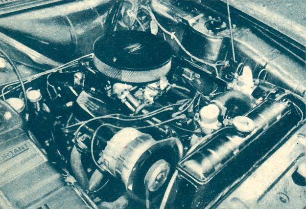 Oto silnik Ford V-6 3 l mieszczący się z trudem pod maską samochodu Ford Cortina. /Motor