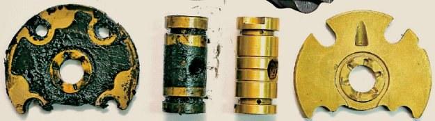 Oto zwęglony olej silnikowy, który zalepia łożyska wirnika turbosprężarki (po lewej). To efekt gaszenia silnika po forsownej jeździe bez odczekania, aż turbosprężarka ulegnie schłodzeniu. /Motor