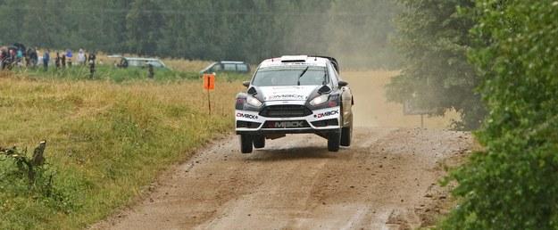 Ott Tanak/Raigo Molder (Ford Fiesta WRC) na trasie 19 odcinka specjalnego Rajdu Polski 2016. /PAP/Marek Wicher /PAP